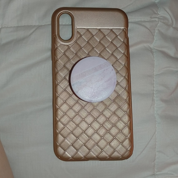 Accessories - Iphone xs phone case with popsocket attached gold